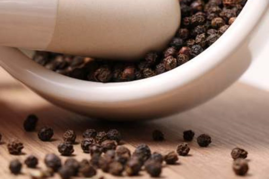 7 Benefits of Black Pepper Essential Oil
